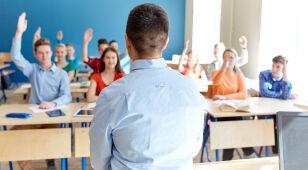 Nauczyciele dostaną we wrześniu podwyżkę. Sejm znowelizował Kartę nauczyciela