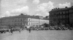Ewakuacja archiwów z niemieckiej komendy miasta przy pl. Piłsudskiego. Lipiec 1944