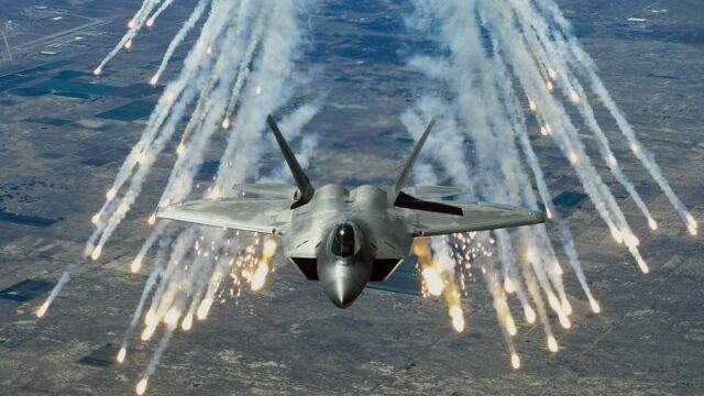 Rosyjski pułkownik: F-22 w Europie jak przygotowania Hitlera do wojny