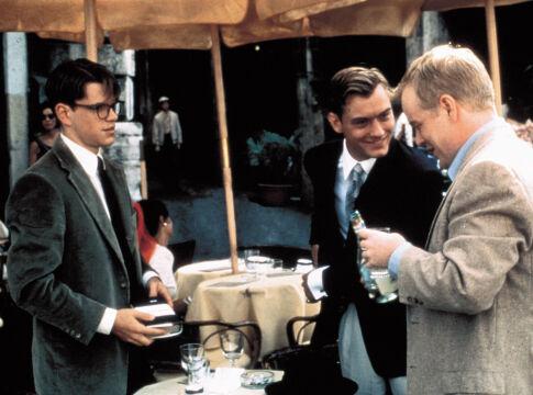 """Philip Seymour Hoffman w """"Utalentowanym panu Ripleyu"""", 1999 rok (na zdjęciu z Mattem Damonem i Judem Law)"""