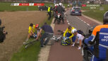 Kraksa w peletonie na 53 km do mety wyścigu Amstel Gold Race