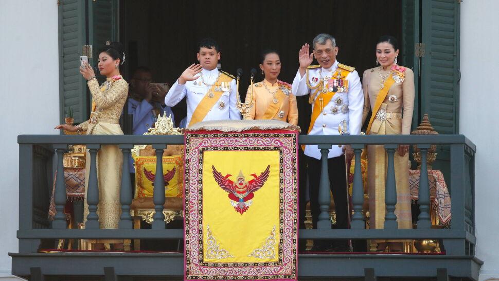 """Najpierw """"oficjalna kochanka"""", teraz ważni urzędnicy. Rama X odsuwa kolejne osoby"""