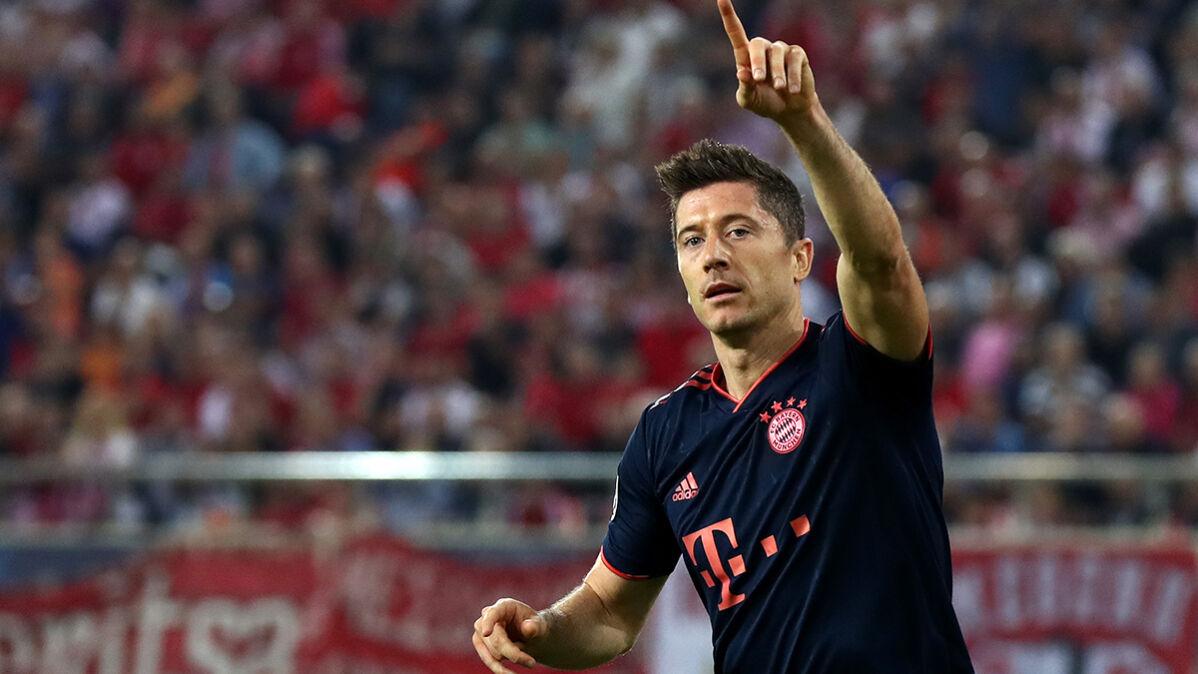 Lewandowski z kolejnymi golami. Bayern bliski awansu po trudnej walce