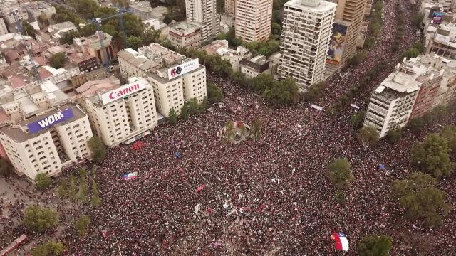 Ponad milion ludzi na ulicach. Prezydent wymienia ministrów