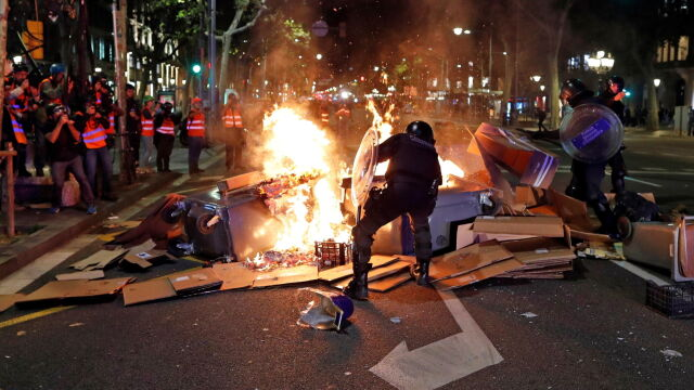 Starcia w centrum Barcelony