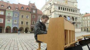Postawił pianino na rynku i zagrał Chopina