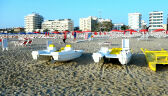 """Większość ignoruje """"zakaz wstępu"""" na plażę nocą w Rimini"""