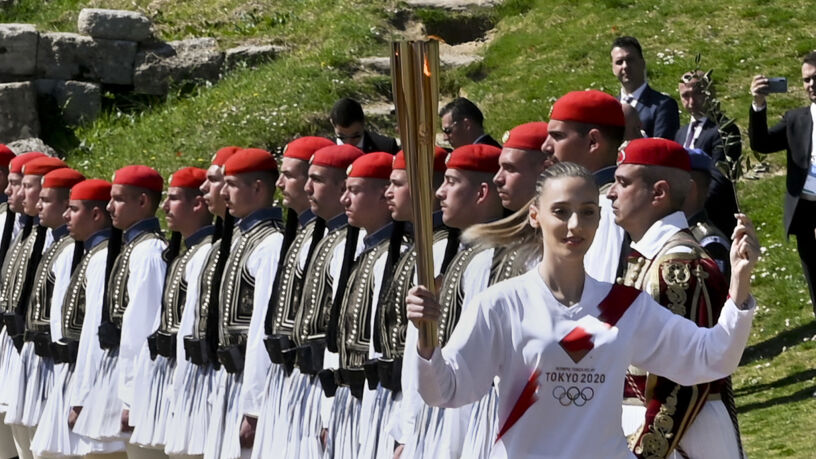 Przerwano bieg sztafety olimpijskiej. Ludzie obecni na trasie
