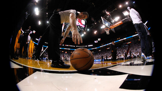 NBA zawieszone. Zakażony koszykarz dzień wcześniej kpił z koronawirusa