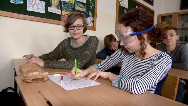 W specjalnych okularach i rękawicach.  Lekcja życia z autyzmem