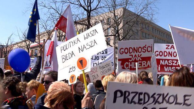Nauczyciele manifestowali przed Ministerstwem Edukacji Narodowej