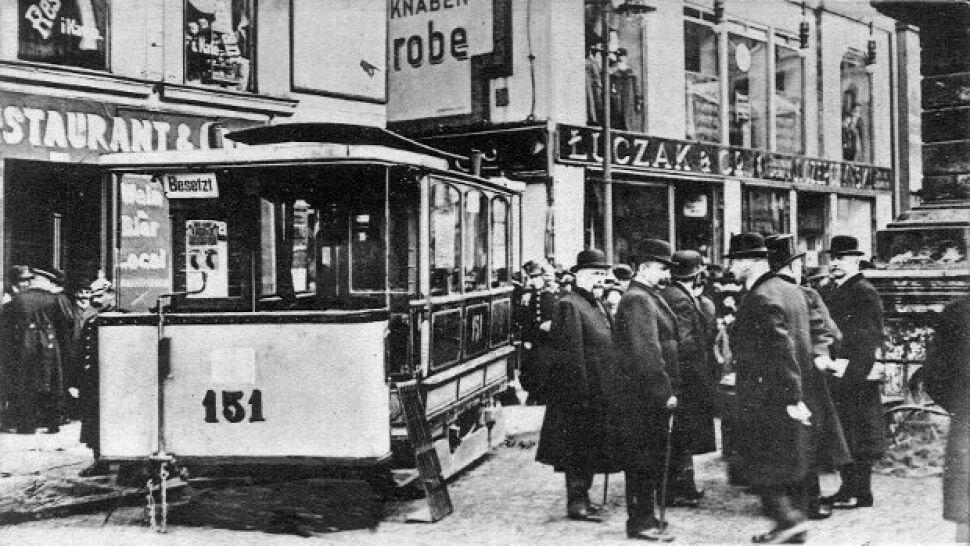 Nie pierwszy raz tramwaj wjechał do sklepu  w Poznaniu. 106 lat temu była z tego reklama