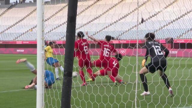 Piłka nożna kobiet. Chiny - Brazylia 0:1 (gol Marta)