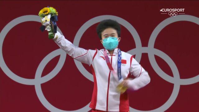 Tokio. Ceremonia medalowa w podnoszeniu ciężarów kobiet (do 49 kg)