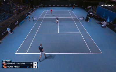 Lorens i Ozolins wygrali pierwszego seta w finale debla juniorów w Australian Open