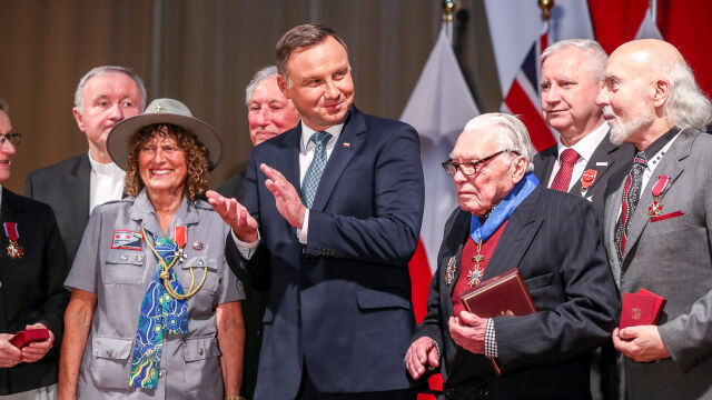 """The president met Polonia in Australia. """"za ="""" """"your ="""" """"matters ="""" """"Polish ="""" """"is ="""" """"respected ="""""""
