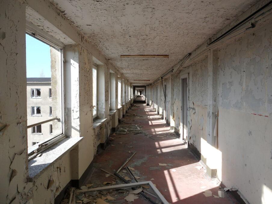 """Tak wyglądała większość korytarzy """"Kolosa"""" zanim wkroczyli tam inwestorzy"""