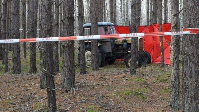 Mężczyzna śmiertelnie przygnieciony  przez ciągnik. Ciało w lesie znalazł grzybiarz