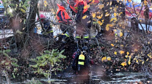 Dwóch chłopców wpadło do zbiornika przeciwpożarowego. Lekarze walczą o ich życie