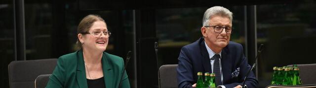 """Pawłowicz zawsze """"bezpartyjna"""", Piotrowicz w PRL """"szykanowany"""". Jak uzasadniono ich kandydatury"""