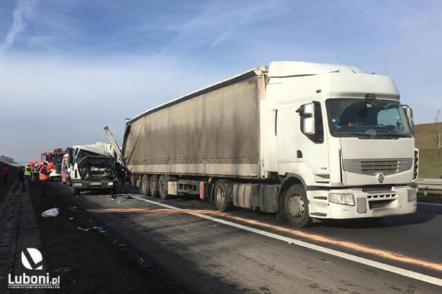 Karambol na autostradzie A2. Zderzyło się siedem pojazdów