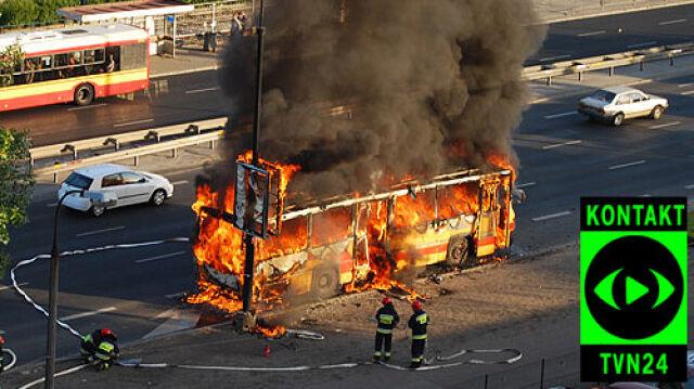 Wielki ogień nad budzącą się stolicą