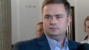 """""""Wprost"""" publikuje nagranie z imprezy parlamentarzystów PiS. Adam Hofman zapowiada pozew"""