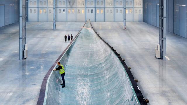 W tej niecce inżynierowie Siemensa formowali najdłuższe łopaty turbiny wiatrowej