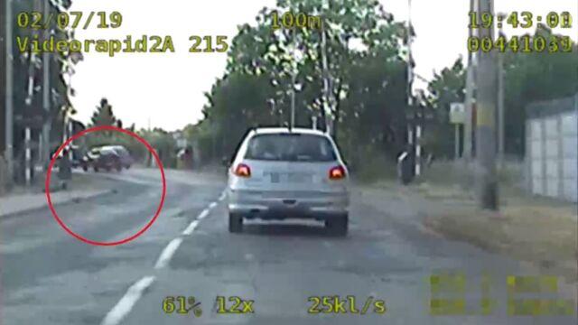 Uciekał, bo ma zakaz prowadzenia samochodów. Pościg trwał minutę
