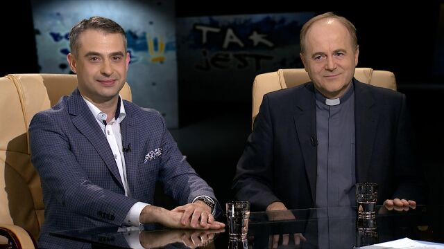 """Krzysztof Gawkowski i ks. Andrzej Kobyliński w """"Tak Jest"""""""