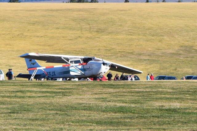 Samolot po lądowaniu wjechał w tłum. Nie żyją trzy osoby, w tym dziecko