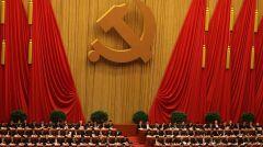 Chińska partia tylko pozornie jest monolitem. W rzeczywistości wśród milionów członków istnieje wiele rywalizujących frakcji