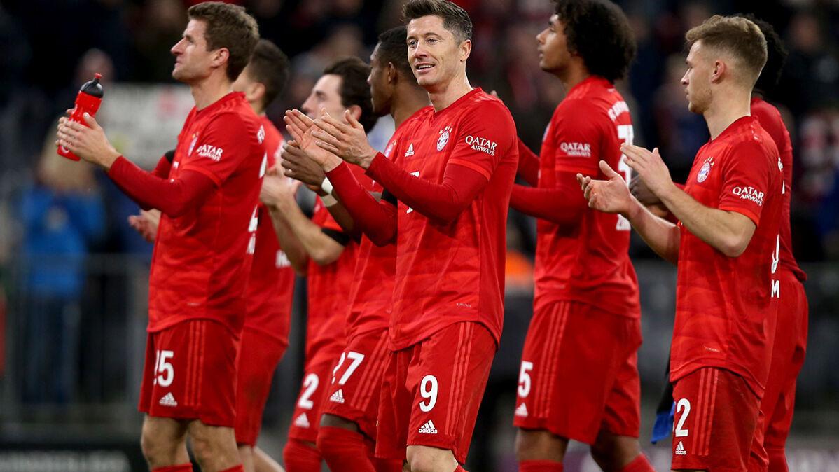 Lewandowski ponownie zachwycił ekspertów i pewnie zmierza po tytuł gracza sezonu