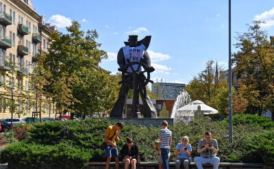 Tajemnicze zniknięcie koszulki z pomnika rozwikłane