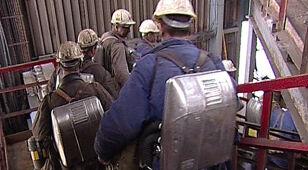 Tydzień po tragedii w kopalni wciąż szukają górnika. Ratownicy próbują przejść rozlewisko