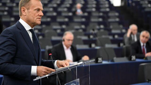 Tusk: Rosja i Iran powinny przestać grać