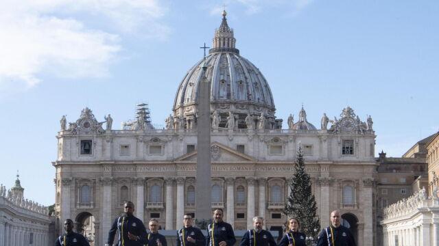 Księża, zakonnice, gwardziści. Watykan stworzył lekkoatletyczną kadrę