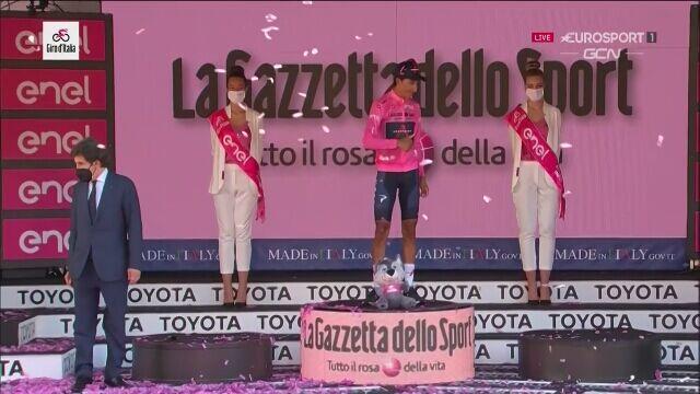 Egan Bernal z Trofeo Senza Fine za zwycięstwo w Giro d'Italia