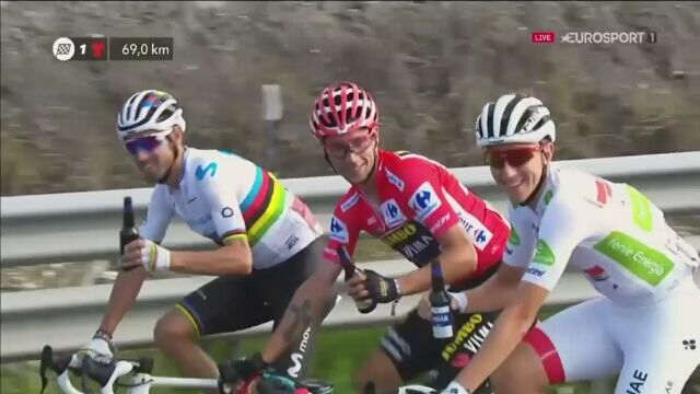 Świętowanie rozpoczęło się jeszcze na trasie 21. etapu Vuelta a Espana