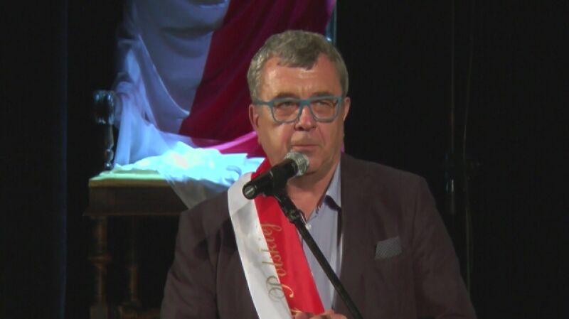 Grzegorz Miecugow Mistrzem Mowy Polskiej (wideo archiwalne)