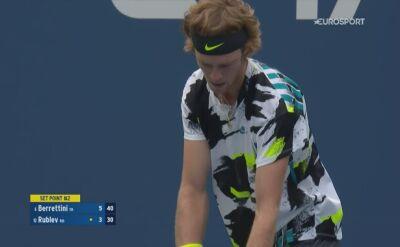 Skrót meczu Matteo Berrettini - Andriej Rublow w 4. rundzie US Open