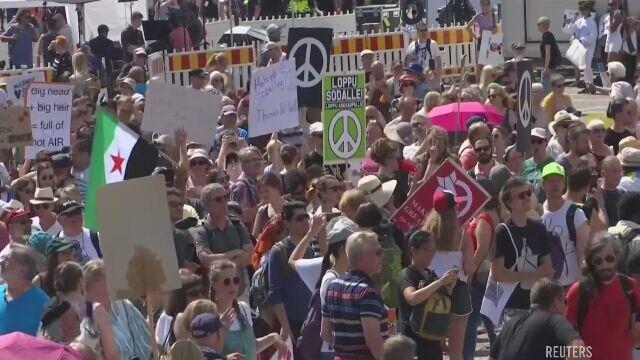 Demonstracja w Helsinkach przed szczytem Trump-Putin
