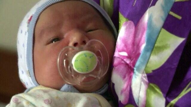 Uciekała w ciąży ze wschodu, urodziła w Kijowie