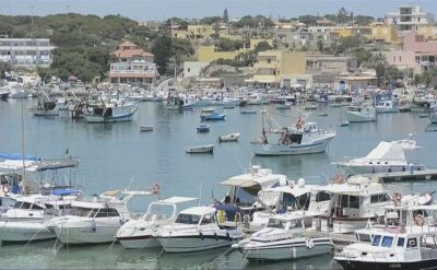Statek Sea Watch 3 z migrantami na pokładzie płynie w kierunku Lampedusy