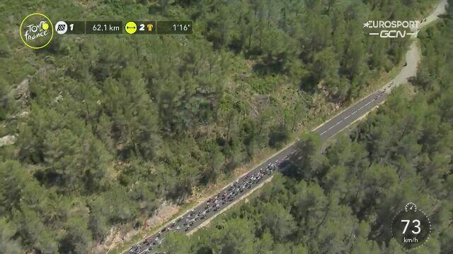 Kraksa w peletonie 61 km przed metą 13. etapu Tour de France