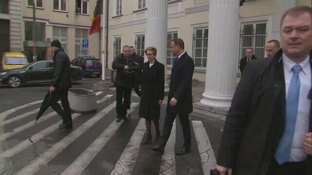 Prezydent Andrzej Duda złożył kwiaty przed ambasadą Belgii