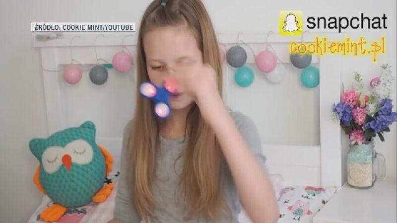 11-letnia youtuberka Oliwia pokazuje sztuczki ze spinnerem