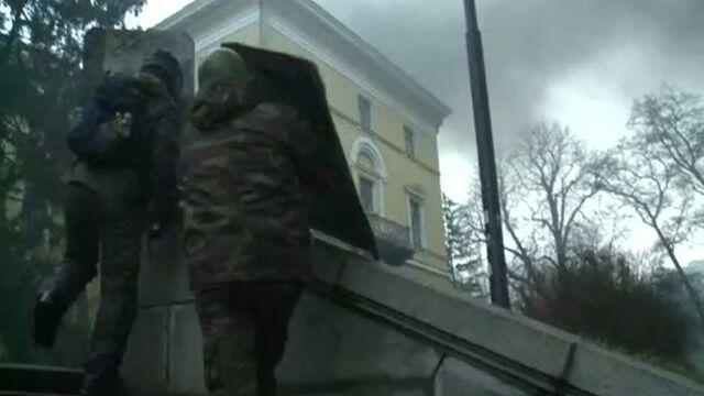 W kasku i kamizelce. Reporter TVN24 między milicją a demonstrantami