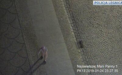 Seniorka błąkała się ulicami Legnicy. Pomogli jej policjanci