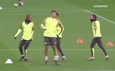 Zawodnicy Manchesteru City ćwiczą przed meczem z Szachtarem